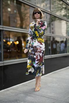 Spring Dresses Casual, Short Dresses, Anna Wintour Style, New York Fashion Week Street Style, Maxi Gowns, Vogue, Classy Women, Fashion 2020, Pretty Outfits