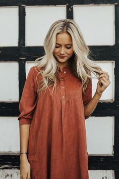 The Sonora Pocket Dress is the simple + timeless dress you've been looking for! This rust colored dress features cuffed sleeves + a subtle Hi-Lo hem, giving the dress a comfortable + stylish loose fit. Modest Dresses, Fall Dresses, Hoco Dresses, Homecoming Dresses, Clothes For Summer, Fall Clothes, Rust Color Dress, Casual Outfits, Cute Outfits