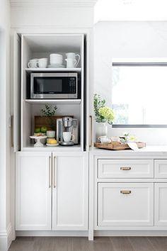 Cabinet styling Home Decor Kitchen, Kitchen Interior, New Kitchen, Home Kitchens, Kitchen Ideas, Kitchen Inspiration, Kitchen Designs, Kitchen Hacks, Kitchen Furniture