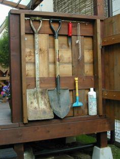 ウッドデッキ用収納ボックス Farm Tools, Garden Tools, Diy And Crafts, Life Hacks, Backyard, Gardening, House Design, Wood, Home Decor