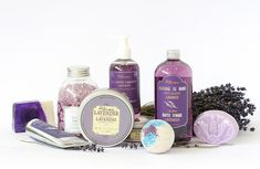 Lavender is the most versitile of all essential oils. I am so excited to share with you the many different ways to use lavender essential oil! Homemade Body Wash, How To Make Homemade, Mousse, Lavender Benefits, Oil Benefits, Savon Soap, Soaps, Propolis, Soap Recipes