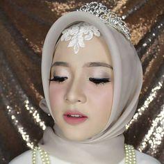 Muslim Brides, Muslim Women, Girl Hijab, Hijab Outfit, Hijab Fashion, Men's Fashion, Creative Makeup Looks, Hijab Styles, Beautiful Hijab