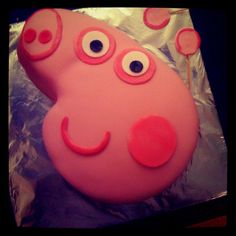 Loving this #PeppaPig #Cake by @nigellanigella Make you own Peppa cake, follow our step-by-step-guide http://pinterest.com/penwizard/bake-a-peppa-pig-cake/