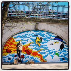 Matt Gondek is in Paris !... Work in progress... Avec la galerie Avenue des Arts  Photo : Lionel Belluteau Plus de photos sur https://ift.tt/YMhG58  @gondekdraws @avenuedesarts_hk @frankz1lla #mattgondek #mattgondekart matt_gondek #paris #peanuts #snoopy #workinprogress #unoeilquitraine #lionelbelluteau @unoeilquitraine