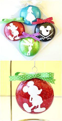 Gorgeous DIY Disney Silhouette Glitter Ornaments diy crafts 20 Creative DIY Disney Christmas Ornaments Anyone Can Do Disney Christmas Crafts, Disney Diy Crafts, Disney Christmas Decorations, Mickey Mouse Christmas, Mickey Y Minnie, Diy Christmas Tree, Holiday Crafts, Disney Holidays, Mickey Mouse Ornaments