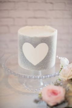 Love the cake stand.Silver glitter heart cake // photo by Vitalic Photo // cake by MariaVCreative Edible Glitter, Glitter Cake, Glitter Uggs, Glitter Balloons, Pretty Cakes, Beautiful Cakes, Naked Cakes, Glitter Hearts, Silver Glitter