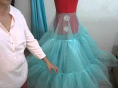 como hacer una faldilla o crinolina 5. ARMADO 2 - YouTube Clothing Patterns, Dress Patterns, Sewing Ruffles, Fancy Wedding Dresses, Gown Pattern, Dress Tutorials, Dance Outfits, Mode Inspiration, Dressmaking