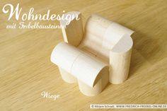 So könnte eine Wiege aus Fröbelbausteinen aussehen, oder? Designt mit Spielgabe 5B nach Froebel... für den Puppennachwuchs im Puppenhaus... ;-)  Diese Bausteine kaufen: http://www.friedrich-froebel-online.de/shop/spielgaben/spielgabe-5b-holzbausteine/#cc-m-product-10078222812 Mehr über Fröbel und die Spielgaben:  http://www.friedrich-froebel-online.de/
