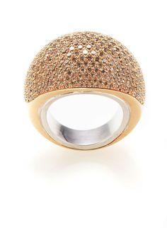 HERMES Paris made in france  Exceptionnelle bague «Quark», 2008, en or rose et or blanc, sertie de 300 diamants bruns orangés (5.50 carats). Signé «Hermès». Numérotée 0813434. Poids brut: 33,87 gr.  Taille: 52. Dans son écrin.  An outstanding «Quark» ring, 2008, in gold and set with 300 orange-brown diamonds (5.50 carats). Signed «Hermès», N° 0813434.  Size: 52 (EU). In its jewel case.