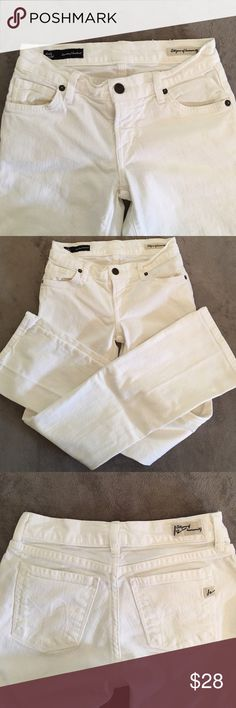CITIZENS OF HUMANITY White Kelly Stretch SZ 24 Pre-Loved Good Condition. Please message me if you have any questions or if you would like any additional information on these. Jeans