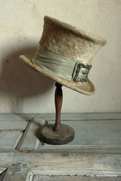 blond beaver top hat antique french