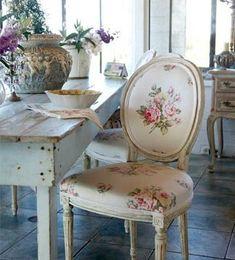 El estilo shabby chic se inspira en las grandes casas de campo inglesas. La clave está en mezclar muebles aparentemente envejecidos con detalles femeninos en tonos pastel