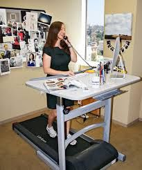 Think of the calories I would burn! Think of how much healthier I would be while writing and pinning and not sitting on my rear the whole time! This is all I want for Christmas people! Treadmill Desk, Sit Stand Workstation, Office Space Decor, Treadmill Reviews, Workout Room Home, Room Wanted, Smart Office, Coaching, Craft Desk