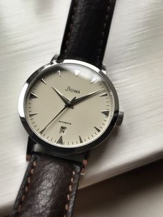 Who else is wearing a Stowa today? Swiss Luxury Watches, Modern Watches, Watches For Men, Iwc, Breitling, Mens Fashion Blog, Fashion Brand, Gentleman Watch, Stowa