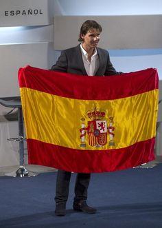 Rafael Nadal gets Spain's flag for London 2012