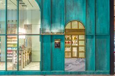 Kelly Wearstler& first retail project is here and we couldn& love it more! See below images of the stunning candy store. Luxury Homes Interior, Shop Interior Design, Retail Design, Kiosk Design, Chocolate Store Design, Chocolate Stores, Chocolate Chocolate, Chocolates, Colour Architecture