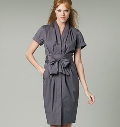 Vogue Donna Karan Designer Sewing Pattern 1220 Ladies Dress - Choice of Sizes Love this I need to add it to the cupboard now! Vogue Patterns, Donna Karan, Dress Making Patterns, Miss Dress, Sewing Clothes, Dress Sewing, Pattern Fashion, Nice Dresses, Kimono Dress