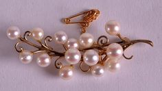 A VICTORIAN 9CT GOLD AND PEARL BROOCH.