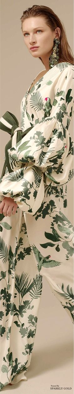 Johanna Ortiz Spring Summer 2017 Ready To Wear Collection - Share The Looks Fashion 2018, Spring Fashion, Fashion Show, Floral Fashion, Fashion Prints, Facon, Jumpsuits For Women, Couture Fashion, Ready To Wear