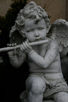 Beautiful Angel Statues – Photos