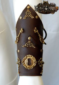 Steampunk Rocheford Leather Bracer by SkyPirateCreations on Etsy, €37.00