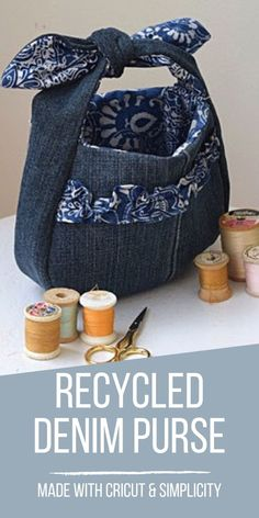 Recycled Denim Purse with Cricut and Simplicity - Chambray Blues Sewing Blogs, Easy Sewing Projects, Sewing Tutorials, Craft Projects, Diy Denim Purse, Diy Purse, Cool Diy, Home Design, How To Make Purses