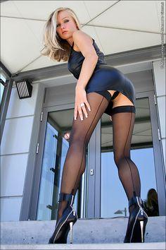 Hot Short Dress : Photo