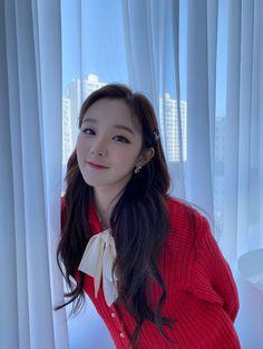 Extended Play, South Korean Girls, Korean Girl Groups, Kim Min Hee, Soyeon, Stray Kids Seungmin, Girls In Mini Skirts, Cube Entertainment, Neverland
