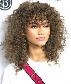 zendaya curly hair with bangs afro bangs hair hair styles mujer peinados perm style curly curly Curly Hair With Bangs, Haircuts For Curly Hair, Medium Bob Hairstyles, Hairstyles With Bangs, Zendaya Hairstyles, Wavy Hair, Pretty Hairstyles, Hair Lights, Light Hair