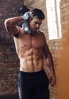Handsome man and looks good =) Liam Hemsworth, Chris Hemsworth Shirtless, Hemsworth Brothers, Chris Hemsworth Body, Age Of Ultron, Die Rächer, Z Cam, Hot Actors, Attractive Men