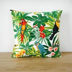 housse de coussin 50x30cm tissu exotique imprim perroquets verso uni corail ambiance. Black Bedroom Furniture Sets. Home Design Ideas
