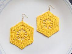 Openwork Hexagon Crochet Earrings by DivaStitchesCrochet on Etsy Crochet Earrings Pattern, Crochet Jewelry Patterns, Crochet Bikini Pattern, Crochet Accessories, Crochet Motif, Crochet Stitches, Crochet Necklace, Hexagon Crochet, Bandeau Crochet