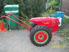 Look at the wheel weights david bradley SUPER POWER - Just like ours! - Yesterday's Tractor Co. Yard Tractors, Small Tractors, Old Ford Trucks, Lifted Chevy Trucks, Pickup Trucks, Antique Tractors, Vintage Tractors, Vintage Farm, Lawn Equipment