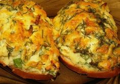 Hot sandwiches with carrots, cheese and garlic. World Recipes, New Recipes, Favorite Recipes, Healthy Recipes, Yummy Snacks, Yummy Food, Russian Recipes, Ketchup, Vegetable Pizza