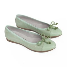 91d3622d7da Bailarina verde agua de piel con cuña de gel hecha en España. Lleva  plantilla de