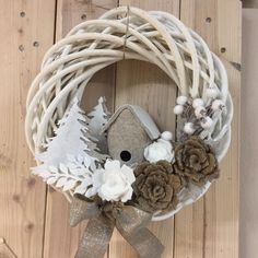 Best 11 New Collection Of Easy Christmas Decorations – SkillOfKing. Wreath Crafts, Diy Wreath, Felt Crafts, Holiday Crafts, Diy And Crafts, Christmas Advent Wreath, Christmas Wood, Christmas Projects, Wreaths And Garlands