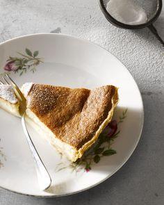 Een flantaart vind je overal maar is heel makkelijk om zelf te bakken. Zelfgemaakt is trouwens ook lekkerder! Heerlijk bij een kopje koffie.