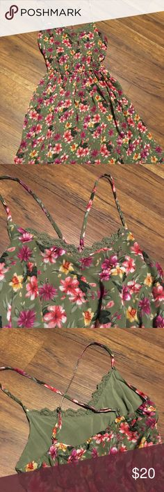 Hollister floral dress Big kid, Hollister floral dress bought in early 2016 worn only twice, very beautiful and comfy dress made of soft chiffon like material. 24 inch waist Hollister Dresses Casual