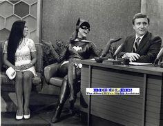 When Yvonne Craig appeared on The Merv Griffith Show, she did so in full Batgirl costume. She didn't break character during her appearance. Yvonne Craig, Merv Griffin Show, James Gordon, Robin, Batman Tv Show, Nananana Batman, Best Bond, Batman 1966, Superman