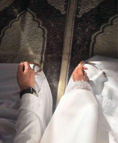 Couples Muslim, Muslim Couple Quotes, Muslim Love Quotes, Muslim Pictures, Muslim Images, Islamic Pictures, Cute Love Images, Cute Couple Pictures, Arab Couple