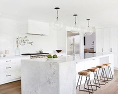 5 Beautiful Marble Kitchens