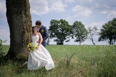 Svatební šaty a kytice  Klárka + Filip - Couple Memory Memories, Couples, Wedding Dresses, Fashion, Memoirs, Bride Dresses, Moda, Souvenirs, Bridal Gowns