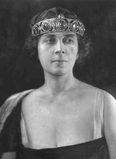 Princess Martha Bibescu of Romania, wearing her Cartier altered emerald tiara bandeau-style