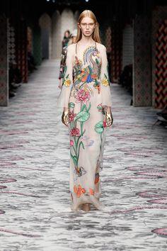 2cc690990 Gucci spring 2016 I Love Fashion, Fashion Design, High Fashion, Fashion  Prints,