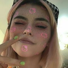 Couple Aesthetic, Aesthetic Grunge, Aesthetic Photo, Aesthetic Girl, Girl Photo Poses, Girl Photography Poses, Girl Photos, Alien Face Paint, Alien Drawings