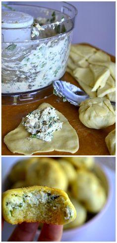 Garlic & Spinach Chicken Puffs: cream cheese, garlic powder, spinach, chicken, and crescent rolls!