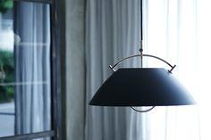 . 世界的にモノトーンなインテリアが流行っています。 ということで Hans J Wegner Pendant Lamp http://item.hike-shop.com/?pid=93842150 .