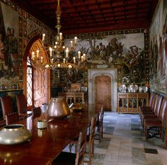 The walls of this baronial dining hall are painted with neo-gothic battle scenes