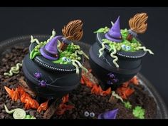 #NEW VIDEO ALERT: How to Make 3-D Cookie Cauldrons by Julia M Usher of Recipes for a Sweet Life