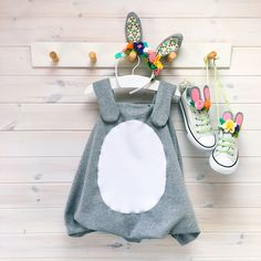 Looking for Easter craft ideas? Have a go at making this adorable Easter bunny costume for kids! Its super easy to make Bunny Costume Kids, Toddler Costumes, Easter Costumes For Kids, Easy Diy Costumes, Homemade Costumes, Pumpkin Costume, Fabric Tape, Easter Crafts, Diy For Kids